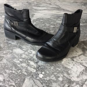Stylin' black ankle boot